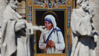 A tapestry depicting Mother Teresa of Calcutta is seen in the facade of Saint Peter's Basilica during a mass, celebrated by Pope Francis, for her canonisation in Saint Peter's Square at the Vatican, 4 September 2016.