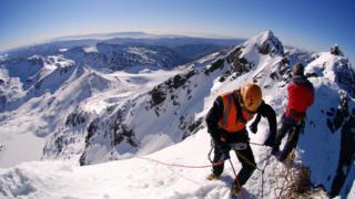 न्यूजीलैंड, बर्फ की पहाड़ी, पर्वतारोही, बर्फ में फंसा पर्वतारोही