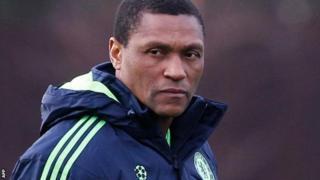Michael Emenalo yakoranye n'abamenyereza 11 mu mwanya yamaze muri Chelsea