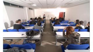 İzmir Üniversitesi'nde bir sınıf
