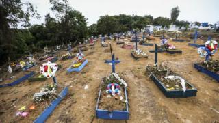Quadra 34 do Cemitério Parque Tarumã, onde estão enterrados os detentos mortos na rebelião do Complexo Penitenciário Anísio Jobim em janeiro de 2017 (Marcelo Camargo/Agência Brasil)