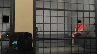 A 'prisão da Fifa' onde Molly ficou detida por tentar entrar em estádio com identidade de amiga