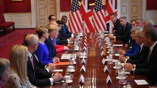 ट्रम्प र ब्रिटिश प्रधानमन्त्री टरिजा मेले व्यवसायीहरूसँग संयुक्त छलफल गरे