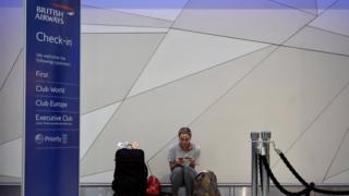 受電腦故障影響的英航旅客
