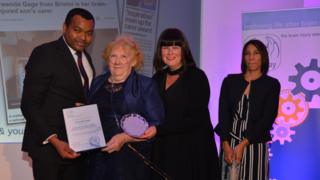 Gwenda Gage winning the Headway Award