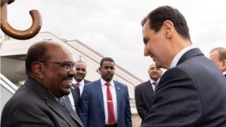 البشير أول رئيس عربي يزور دمشق منذ ثماني سنوات