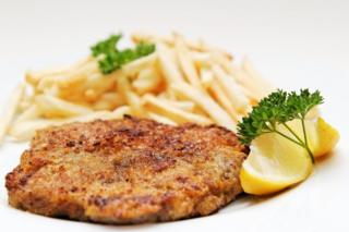 Carne empanada y frita.