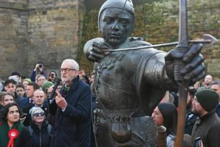 in_pictures Jeremy Corbyn next to a statue of Robin Hood