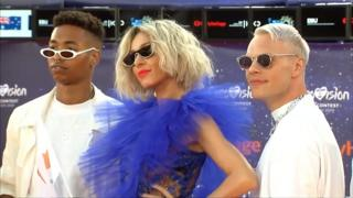 """У Тель-Авіві стартував пісенний конкурс Євробачення, в якому беруть участь виконавці з 41 країни. Під час церемонії відкриття учасники дефілювали """"помаранчевою доріжкою""""."""
