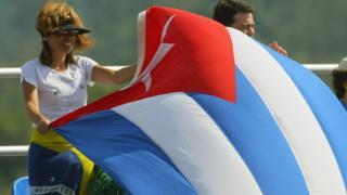 Bandera de Cuba flamea en Brasil.