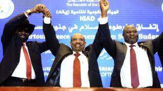 Le président Omar-el-Bashir du Soudan, avec son homologue Salva Kiir et le chef rebelle Riek Machar.