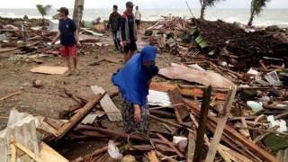 Tsunami nəticəsində bir çox evlər dağıdılıb.