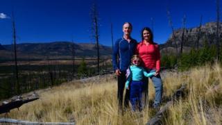 خانواده مینز در دورافتادهترین نقطه ایالات ۴۸ گانه سرزمین اصلی آمریکا - اصطلاحی که برای توصیف ایالات هم مرز این کشور به کار میرود