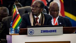 Robert Mugabe, 93 ans, est le plus vieux président en exercice au monde.
