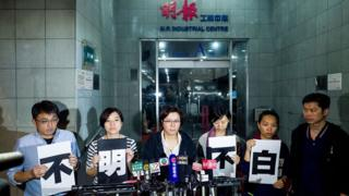 Staff members of Ming Pao speak to media outside of Ming Pao headquarter (20 April)