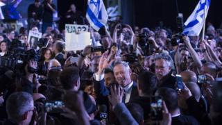 اگر این ائتلاف پیروز شود، بنی گنتس به مدت دو سال و نیم نخستوزیر اسرائیل خواهد شد