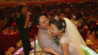 Chinese weddings dey be big party wit hundreds of guests