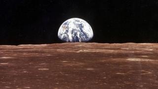 كوكب الأرض كما يظهر من سطح القمر