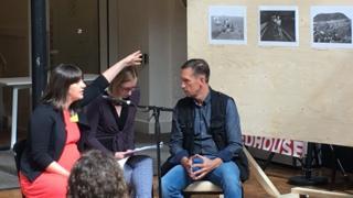 Вікторія Донован сама вела розмову з фотографом Чекменьовим