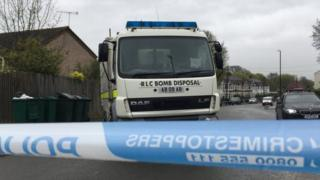 Bomb disposal vehicle