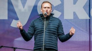 Навальный выступает на митинге оппозиции на проспекте Сахарова, 29 сентября