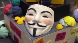 가이 포크스 가면은 반정부 시위에서 자주 등장하는 아이템이다