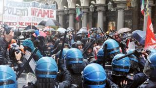 İtalya'nın Torino kentinde protestocularla polis çatıştı.