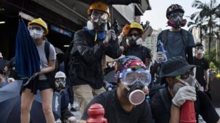 """香港""""反送中""""示威者在黄大仙布防(5/8/2019)"""