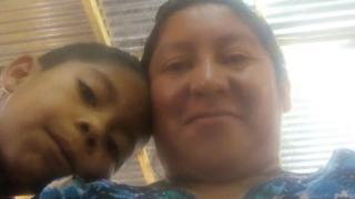 Beata Mejia Mejia junto a su hijo Darwin Micheal.