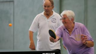 Uzmanlar emekli olduktan sonra kadınların günde 1 saat, erkeklerin de 1,5 saat spor yapmasının ömrü uzattığını söylüyor