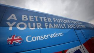 Khẩu hiệu tranh cử của Đảng Bảo thủ là 'Vì tương lai tốt hơn cho bạn, gia đình và Anh Quốc'