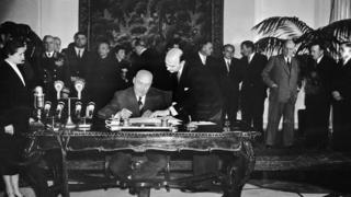 in_pictures Josef Cyrankiewicz signing the pact