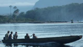 Pemones em barco tipico