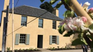 Cottage Pic: Ray Hardie