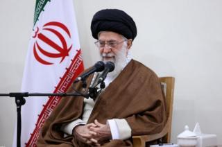 อยาตอลเลาะห์ อาลี คาเมเนอี ผู้นำทางศาสนาและผู้นำสูงสุดของอิหร่าน