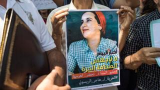 تظاهرة دعم للصحفية هاجر الريسوني أمام المحكمة في الرباط في التاسع من سبتمبر أيلول 2019