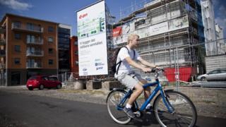 велосипедист на улице в Мальмё