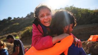 多く移民がトルコからギリシャまで海を渡って来ている(14日、ギリシャ・レスボス島)
