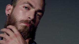 muškarac s bradom
