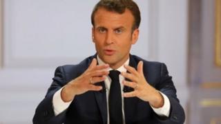 امانوئل مکرون از کاخ الیزه مستقیم با مردم فرانسه صحبت کرد