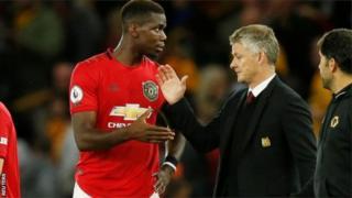 Le manager de Manchester United, Ole Gunnar Solskjaer et Paul Pogba.