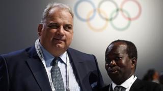 A droite, Mamadou Diagna Ndiaye, le patron de l'olympisme au Sénégal