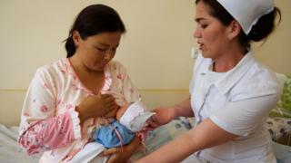 Кыргызстандагы энелердин 41%ы гана баласын жалаң эмчек сүтү менен багат