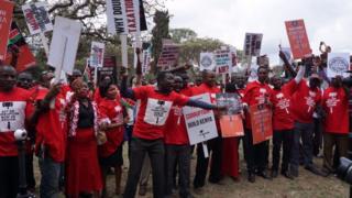 Abitavye amatora basaba prezida Uhuru Kenyatta gufata ingingo