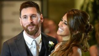Argentine football star Lionel Messi and bride Antonella Roccuzzo pose for photographers just after their wedding at the City Centre Complex in Rosario, Santa Fe province, Argentina on 30 June 2017.