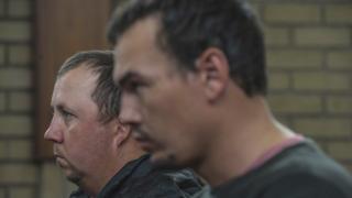 Willem Oosthuizen (G) and Theo Martins Jackson (D) ont tous deux été reconnus coupables