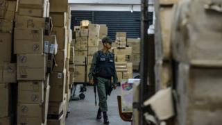 Миллионы конфискованных игрушек охраняет национальная гвардия Венесуэлы