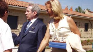 Antonino Fernández, ex-diretor-geral do Grupo Modelo, caminhando por Cerezales. ele morreu em 31 de agosto deste ano.