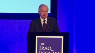 イラク戦争について独立調査委の報告書を発表するサー・ジョン・チルコット