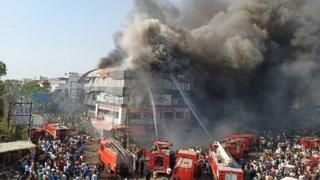 कमर्शियल इमारत में आग